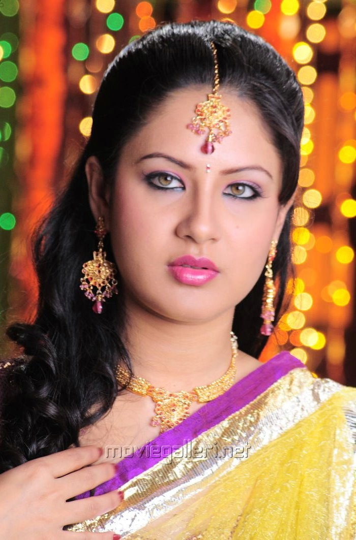Picture 147972  Pooja Bose In Half Saree Pictures  New -8404