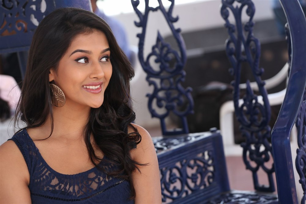 Actress Pooja Jhaveri interview about Dwaraka Photos