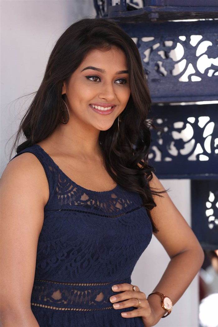 Actress Pooja Jhaveri interview about Dwaraka Photos