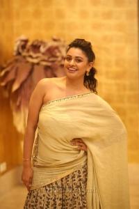 Actress Pooja Kumar Hot Latest Pics @ Vishwaroopam 2 Pre Release