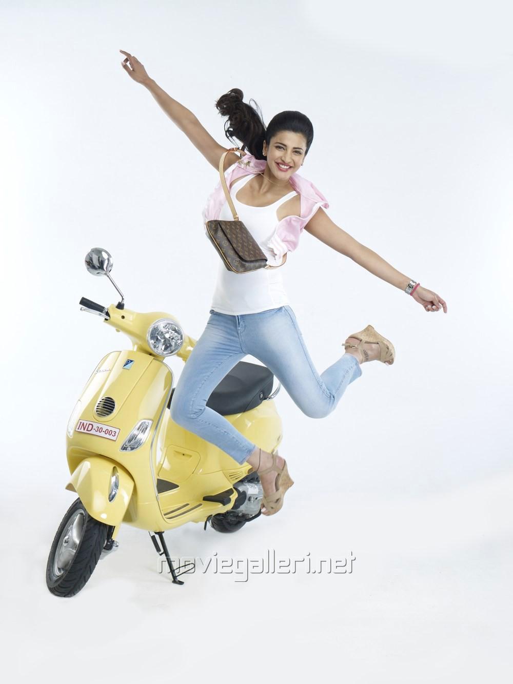 Actress Shruti Hassan in Poojai Tamil Movie Photoshoot stills