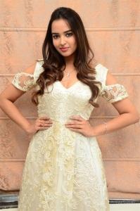 Actress Pujita Ponnada Pictures @ 7 Seven Movie Press Meet