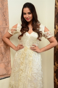 Actress Pujitha Ponnada Pictures @ 7 Seven Movie Press Meet