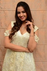 7 Seven Movie Heroine Poojitha Ponnada Pictures