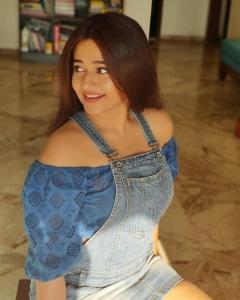Actress Poonam Bajwa Latest Photoshoot Pics