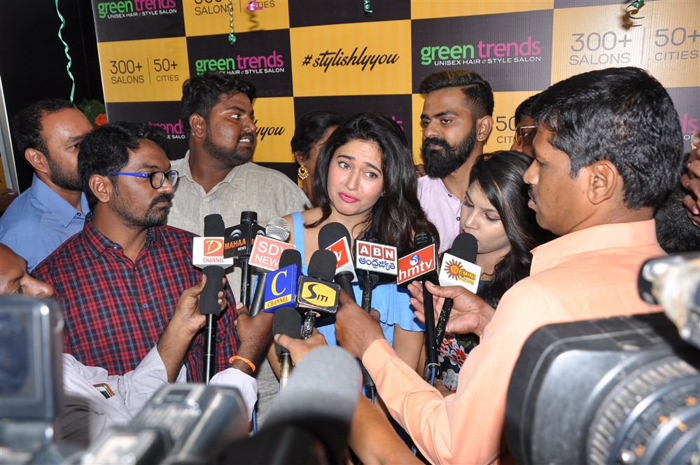 Actress Poonam Bajwa opens Green Trends Salon @ Kanuru vijayawada Photos