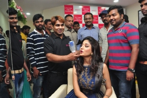 Poonam Kaur Launches Anoos Salon & Clinic @ Vanasthalipuram, LB Nagar, Hyderabad