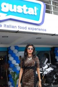 Poonam Kaur launches CI-Gusta Ice Cream Parlour, Hyderabad