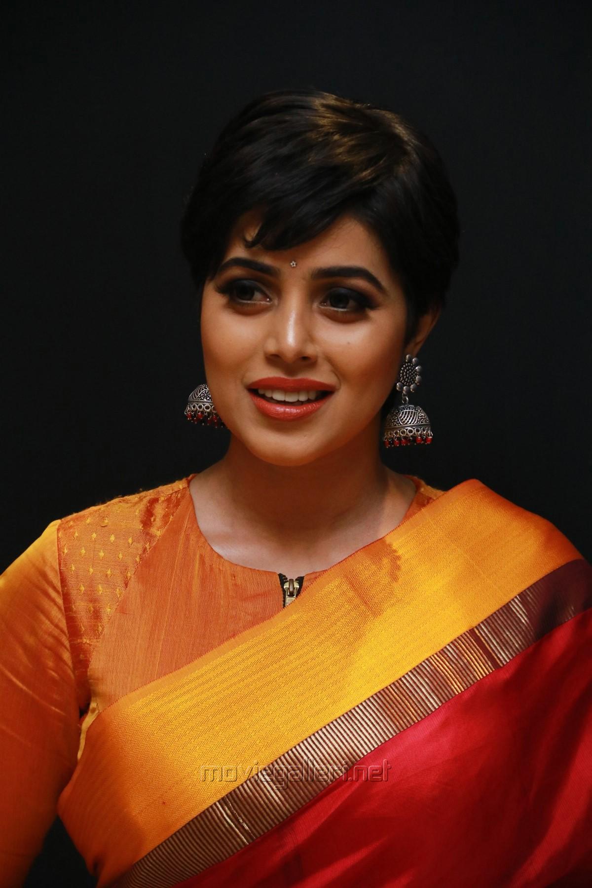 Tamil Actress Poorna in Red Silk Saree Pics HD