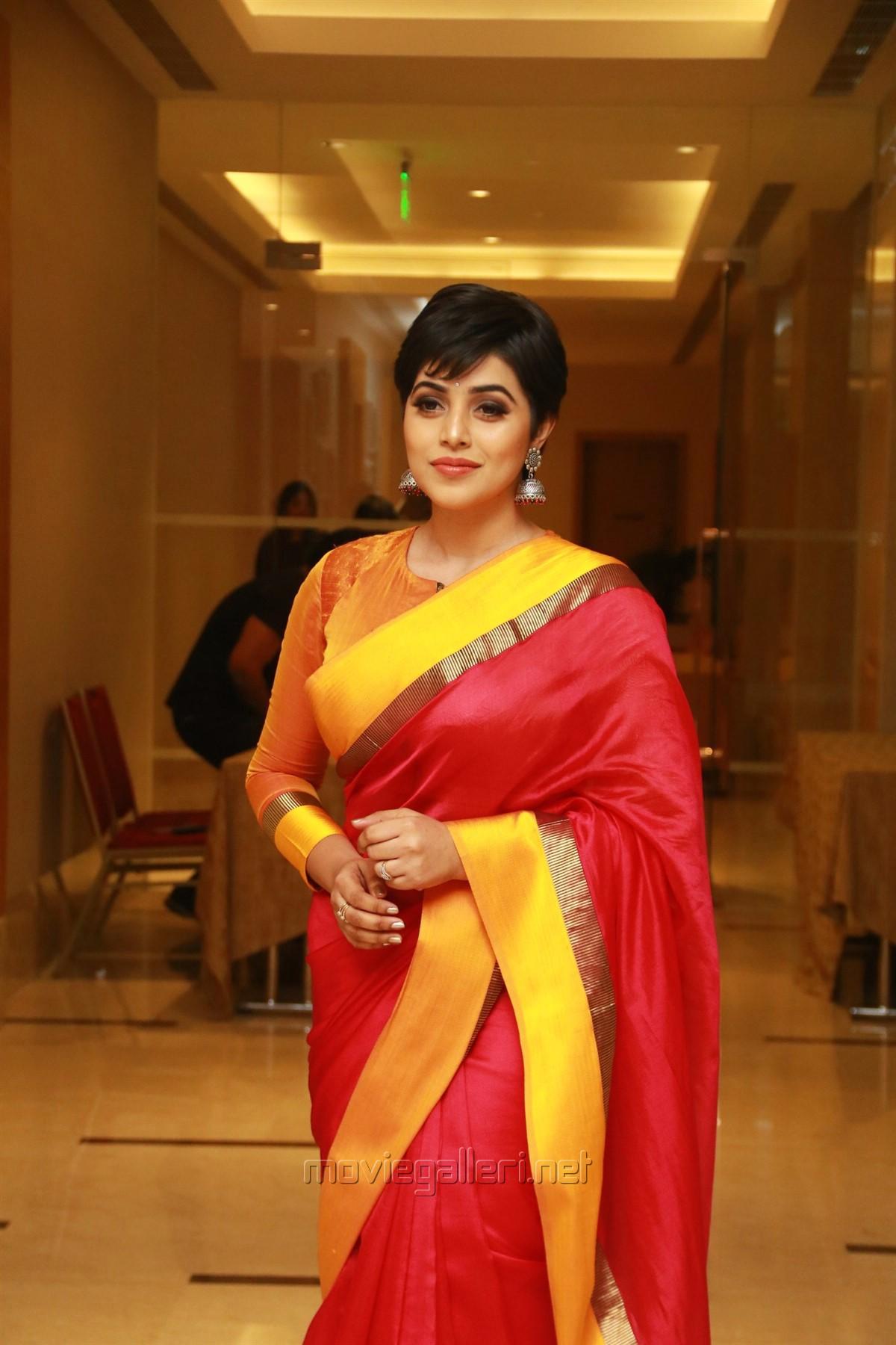 Actress Poorna Red Silk Saree Pics HD