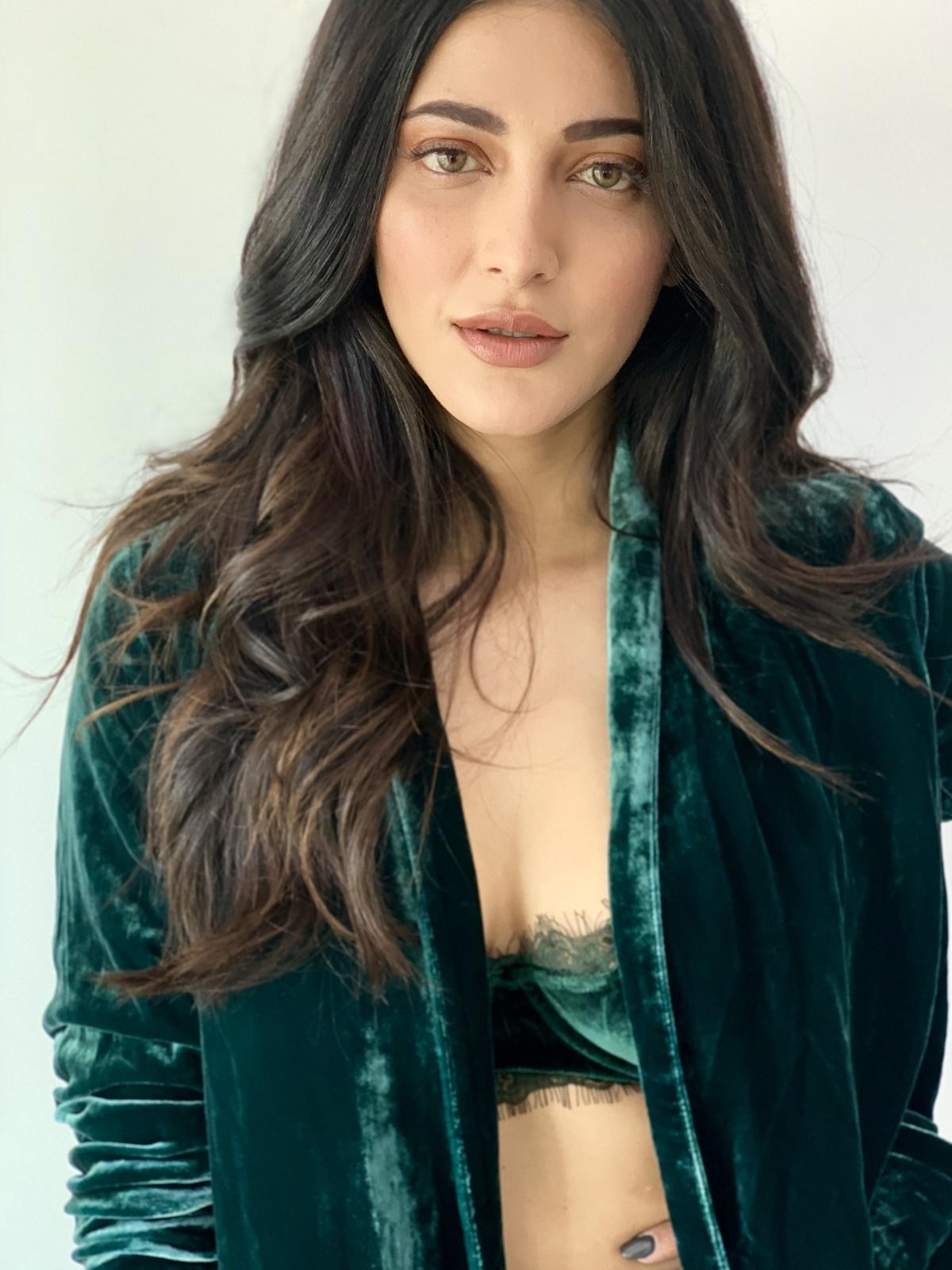 Actress Shruti Haasan Photoshoot Images for Popular TV Magazine