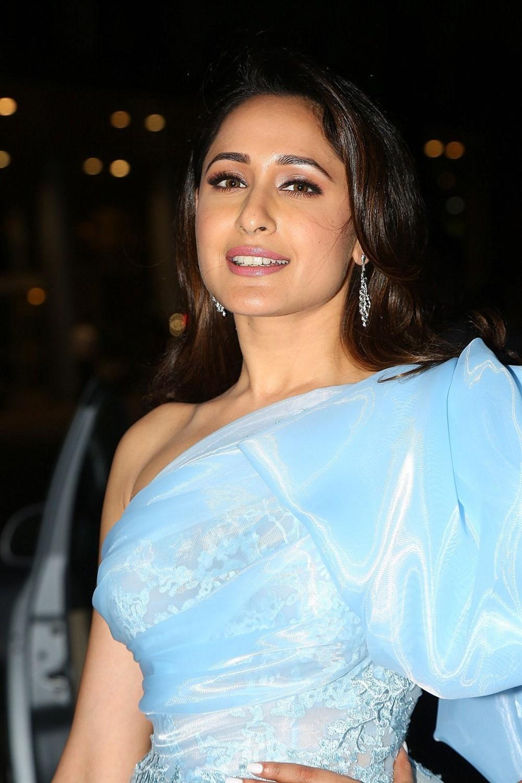 Actress Pragya Jaiswal Photos @ 65th Jio Filmfare Awards (South) 2018