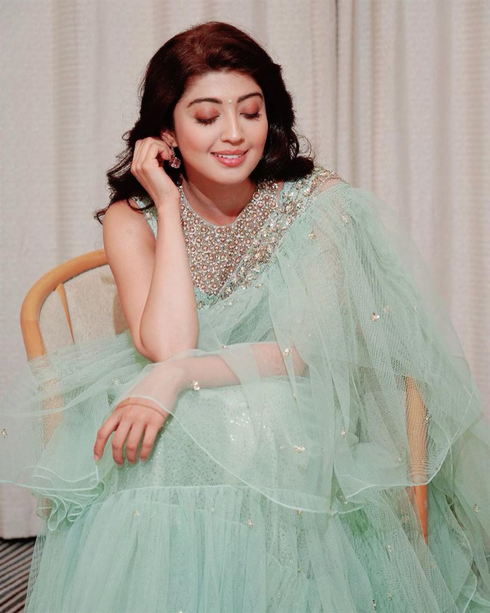 test: Telugu Actress Pranitha Hot Stills, Pranitha Actress