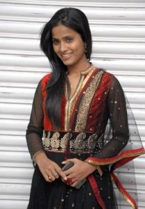 anchor_prashanthi_photos_anaganaga_platinum_disc_function_0ed8c56