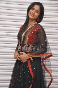 anchor_prashanthi_photos_anaganaga_platinum_disc_function_456a7e7