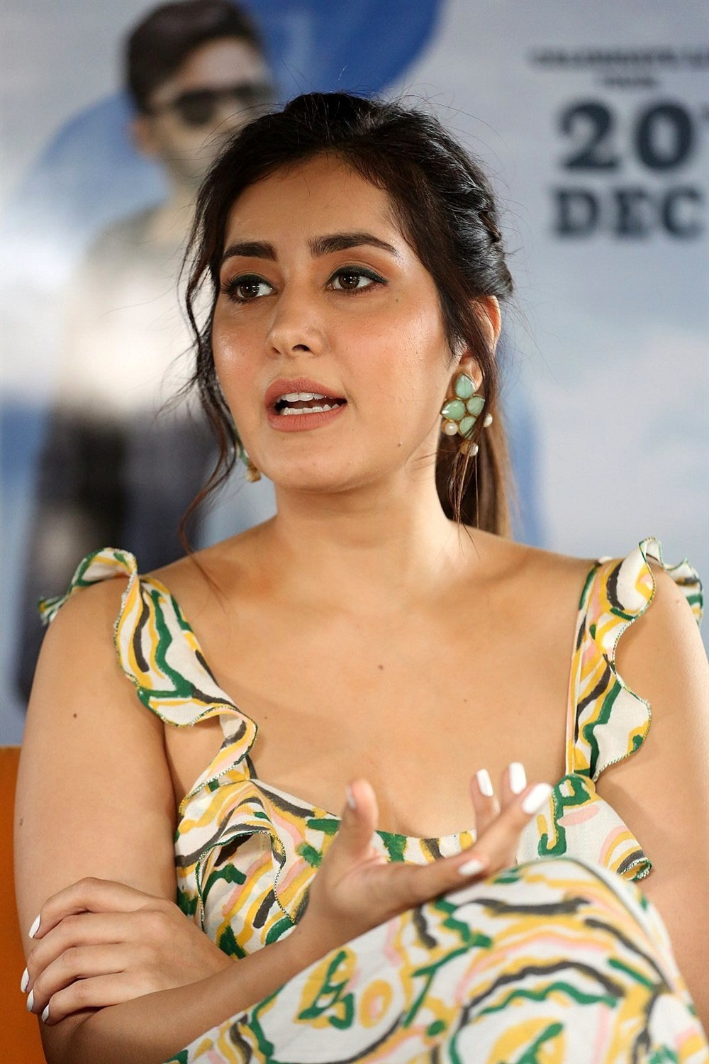 Prati Roju Pandage Movie Actress Raashi Khanna Interview Pics