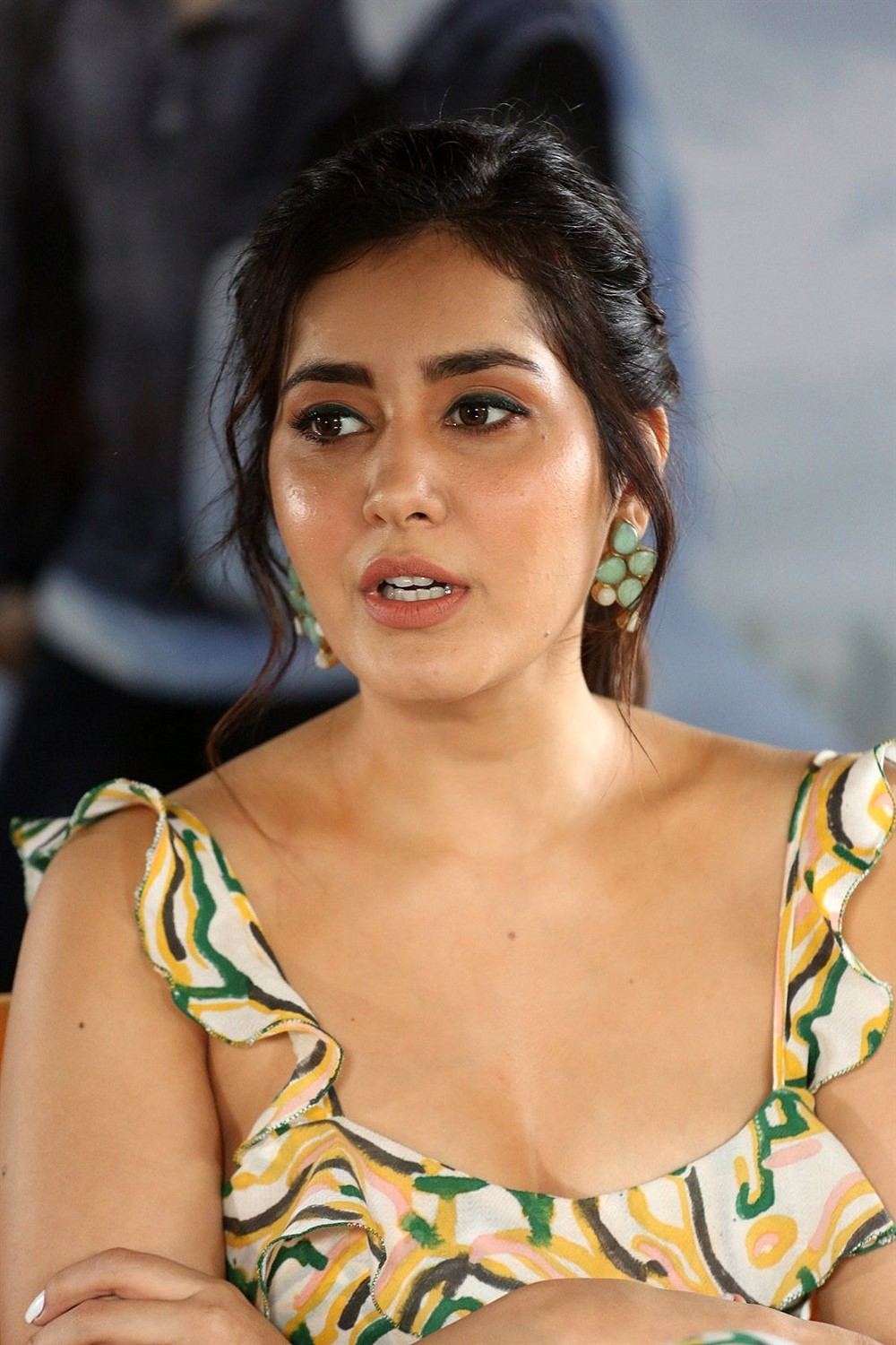Pratiroju Pandaga Movie Actress Raashi Khanna Interview Pics