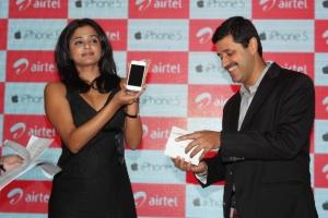 Telugu Actress Priyamani at Airtel iPhone 5 Launch Stills
