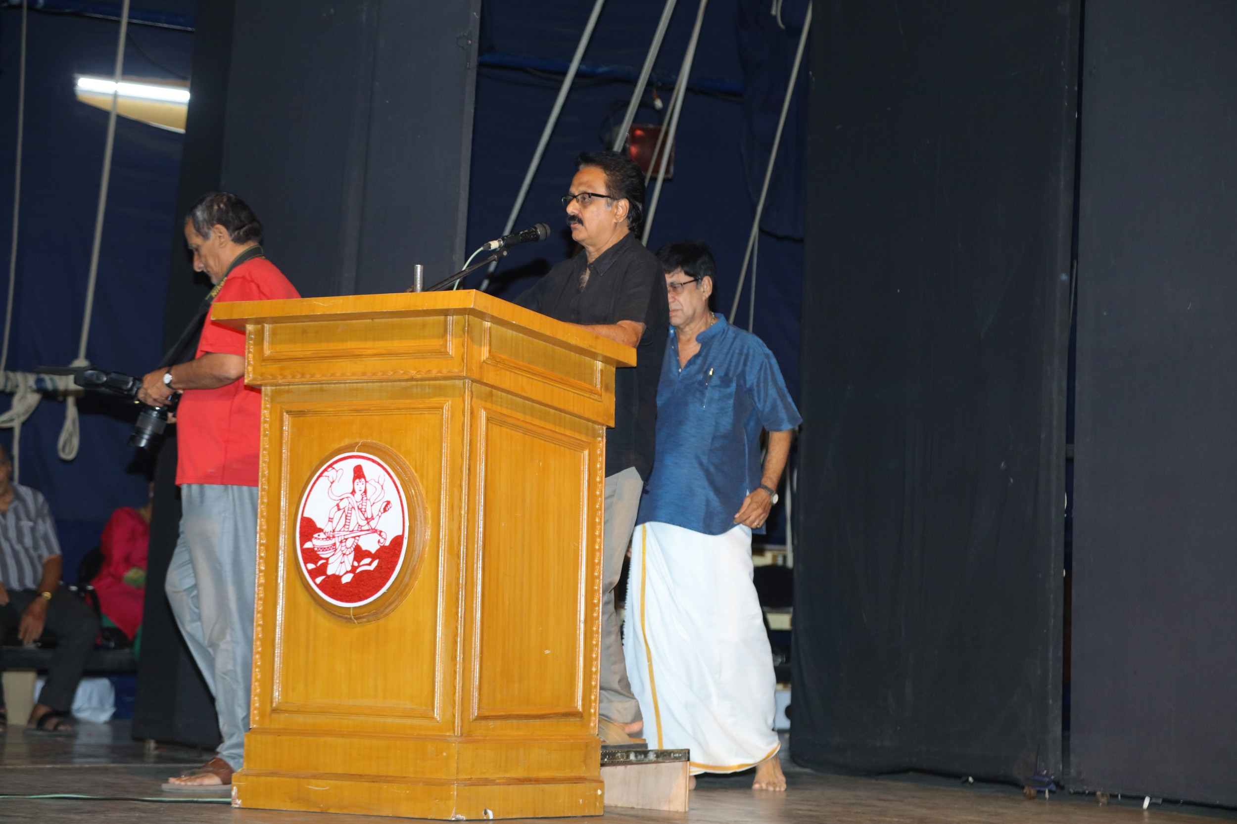 Maadhu Balaji @ Pugazh Anjali For Crazy Mohan Event Photos