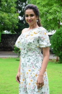 Aakasa Veedhullo Movie Actress Poojitha Ponnada Images