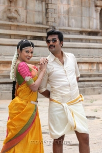 Oviya, Prasanna in Pulivaal Movie Stills