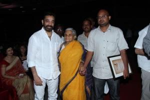 Actor Kamal at Puthiya Thalaimurai Thamizhan Awards 2013 Photos