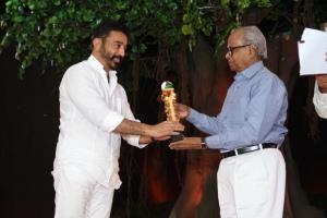 Kamal Hassan, K.Balachander at Puthiya Thalaimurai Tamilan Viruthugal 2013 Photos