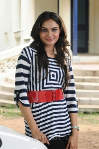 Actress Andrea Jeremiah in Puthiya Thiruppangal Movie Photos