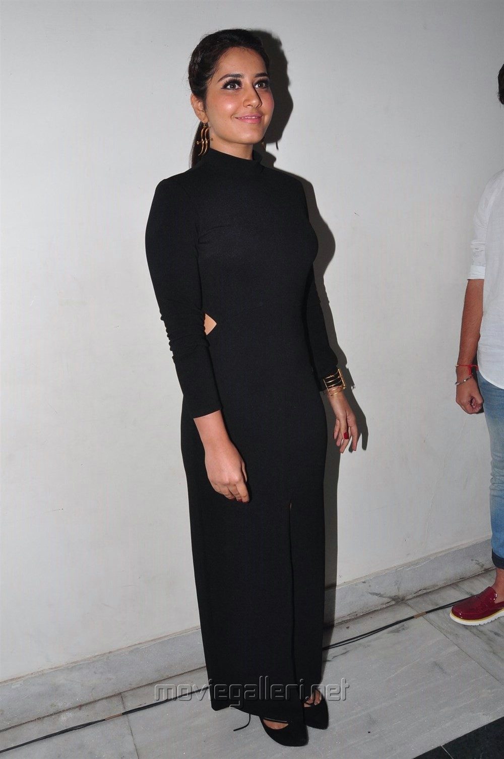 Telugu Heroine Raashi Khanna in Black Dress Pics