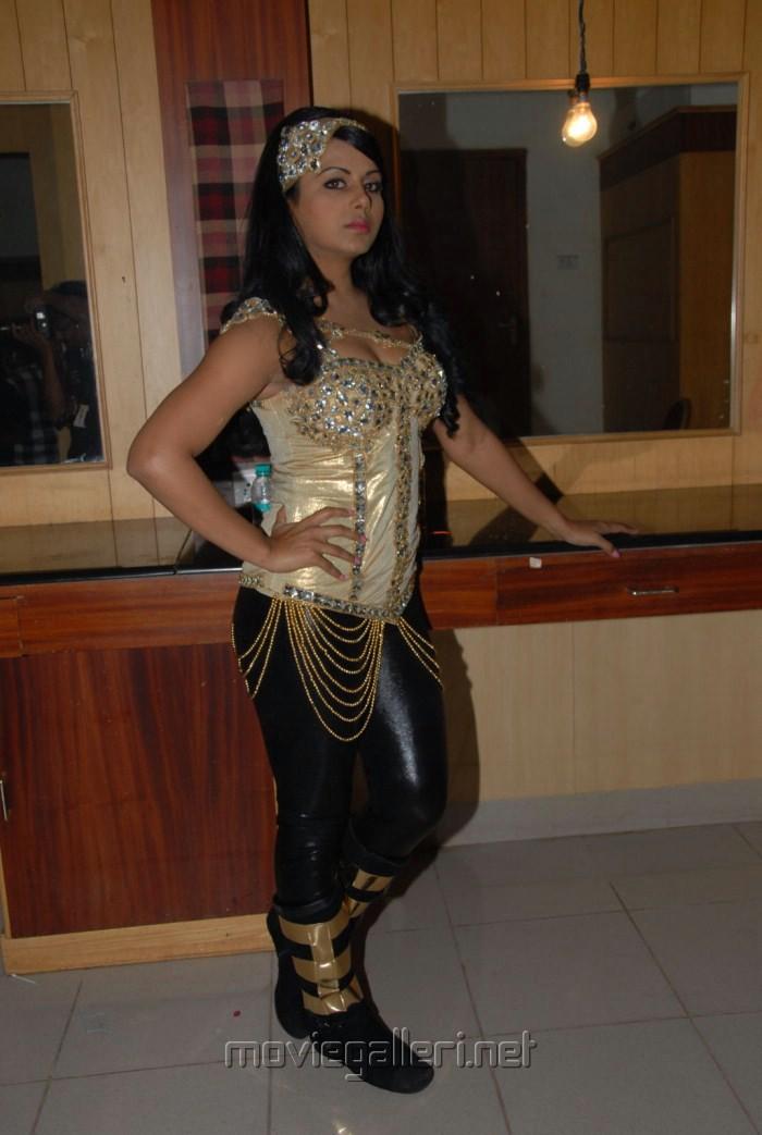 Telugu Actress Rachana Maurya New Hot Pics