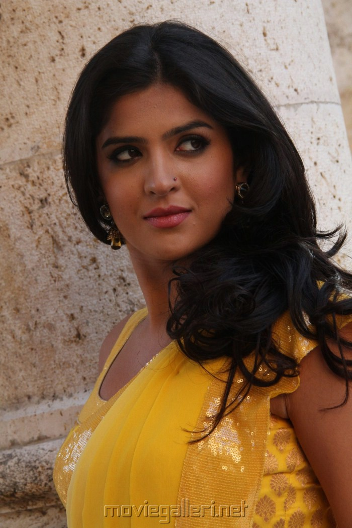 Picture 127863 | Deeksha Seth @ Rajapattai Movie Stills ...