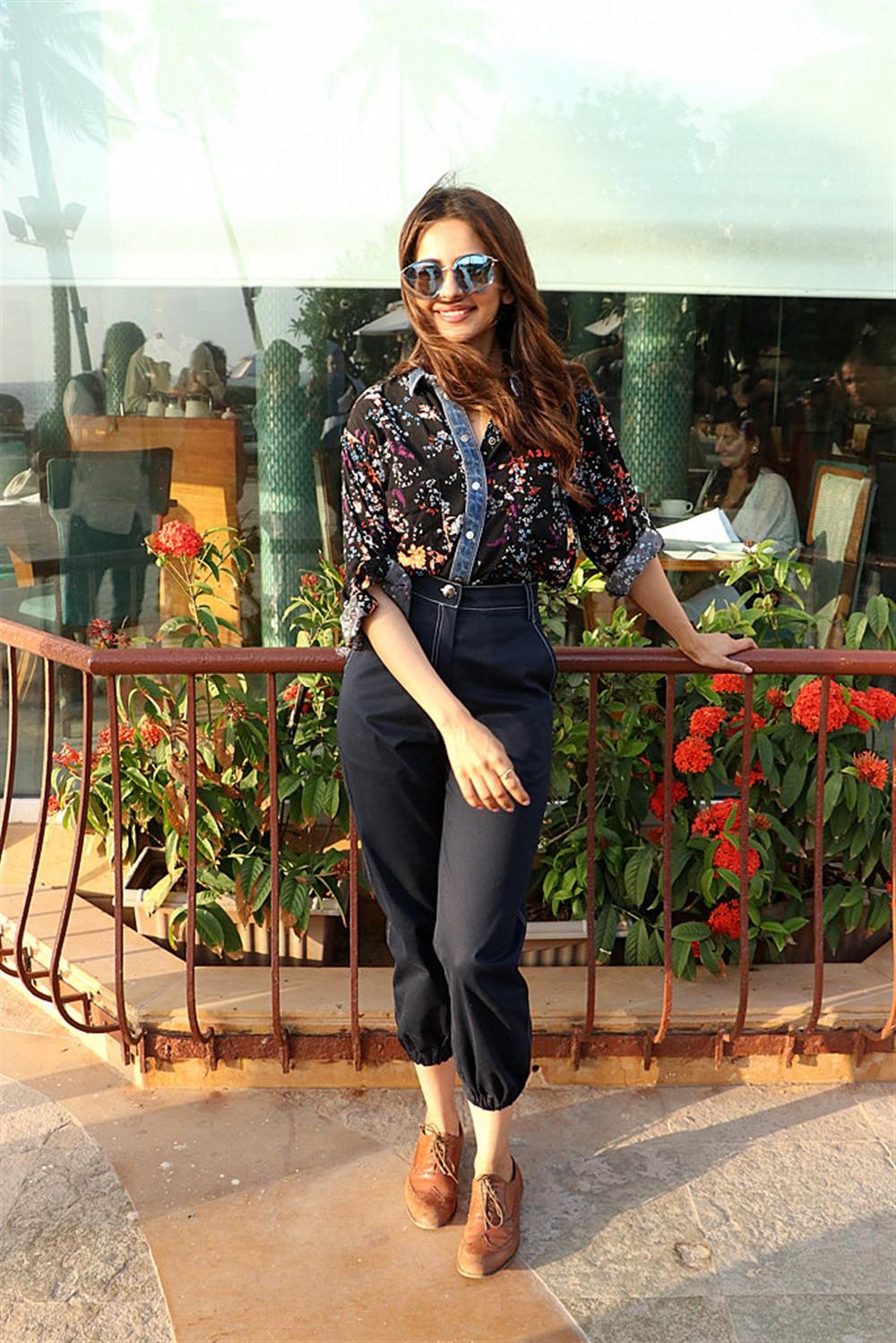 Actress Rakul Preet Singh Images @ De De Pyaar De Movie Press Meet
