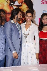 Ranveer Singh, Deepika Padukone @ Ram-Leela Promotion at Kalanikethan, Hyderabad