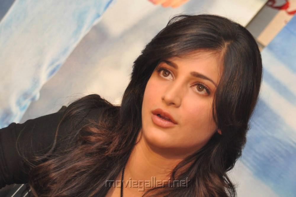 Picture 583501 | Actress Shruti Haasan @ Ramaiya Vastavaiya Press ...
