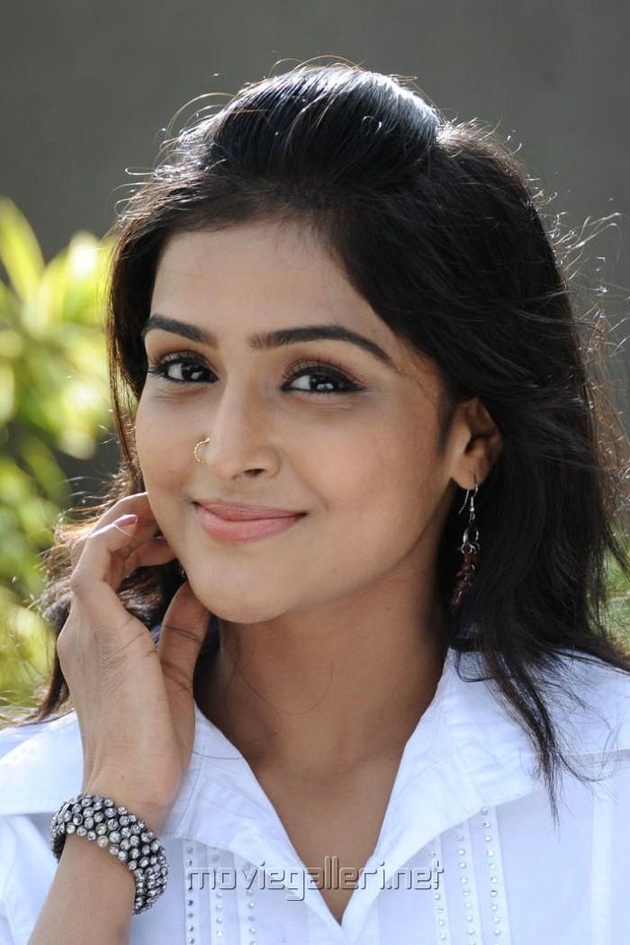 Telugabbai Actress Ramya Nambeesan Cute Photos