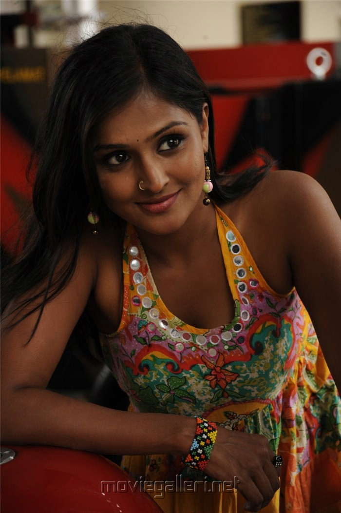 picture 84583 ramya nambeesan latest pics new movie posters