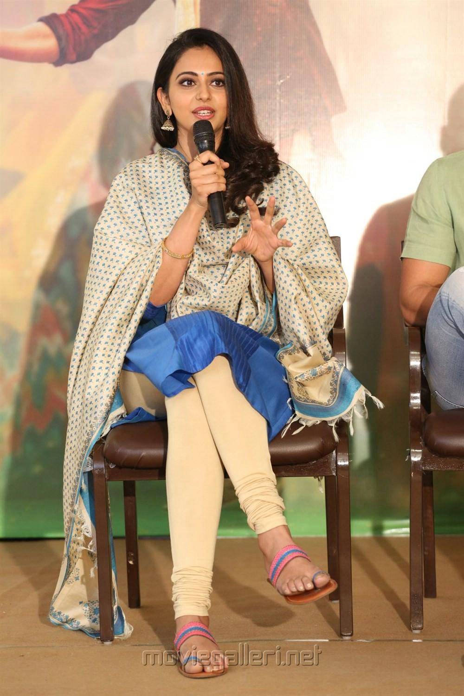 Rakul Preet Singh @ Rarandoi Veduka Chuddam Press Meet Stills