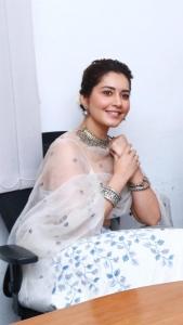 Aranmanai 3 Movie Heroine Rashi Khanna Cute Photos