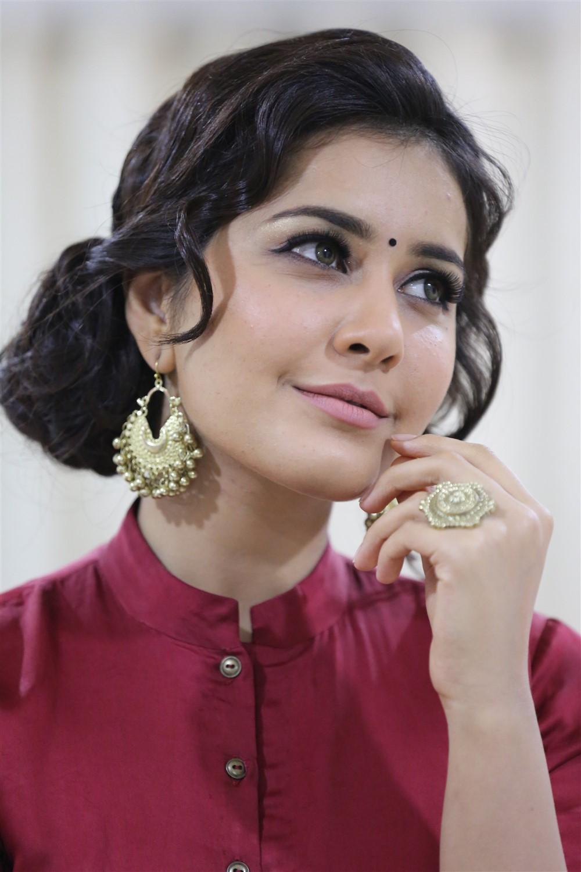 Actress Rashi Khanna New Photoshoot Stills