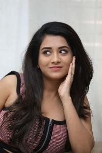 Sashi Movie Actress Rashi Singh Interview Stills