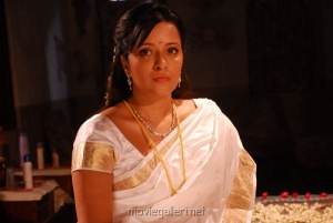 Reema Sen Stills in Silk Saree