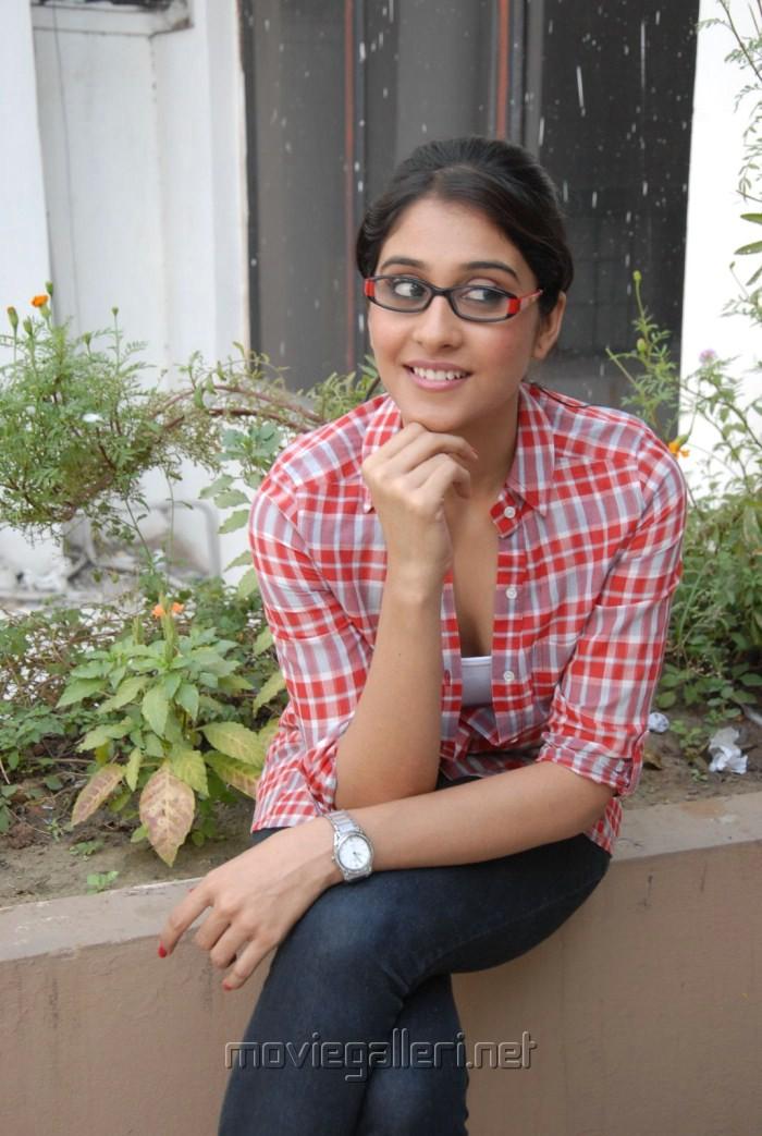 Routine Love Story Movie Wallpapers Regina Cassandra Sandeep