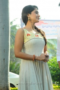 Telugu Actress Regina Cassandra Latest Stills
