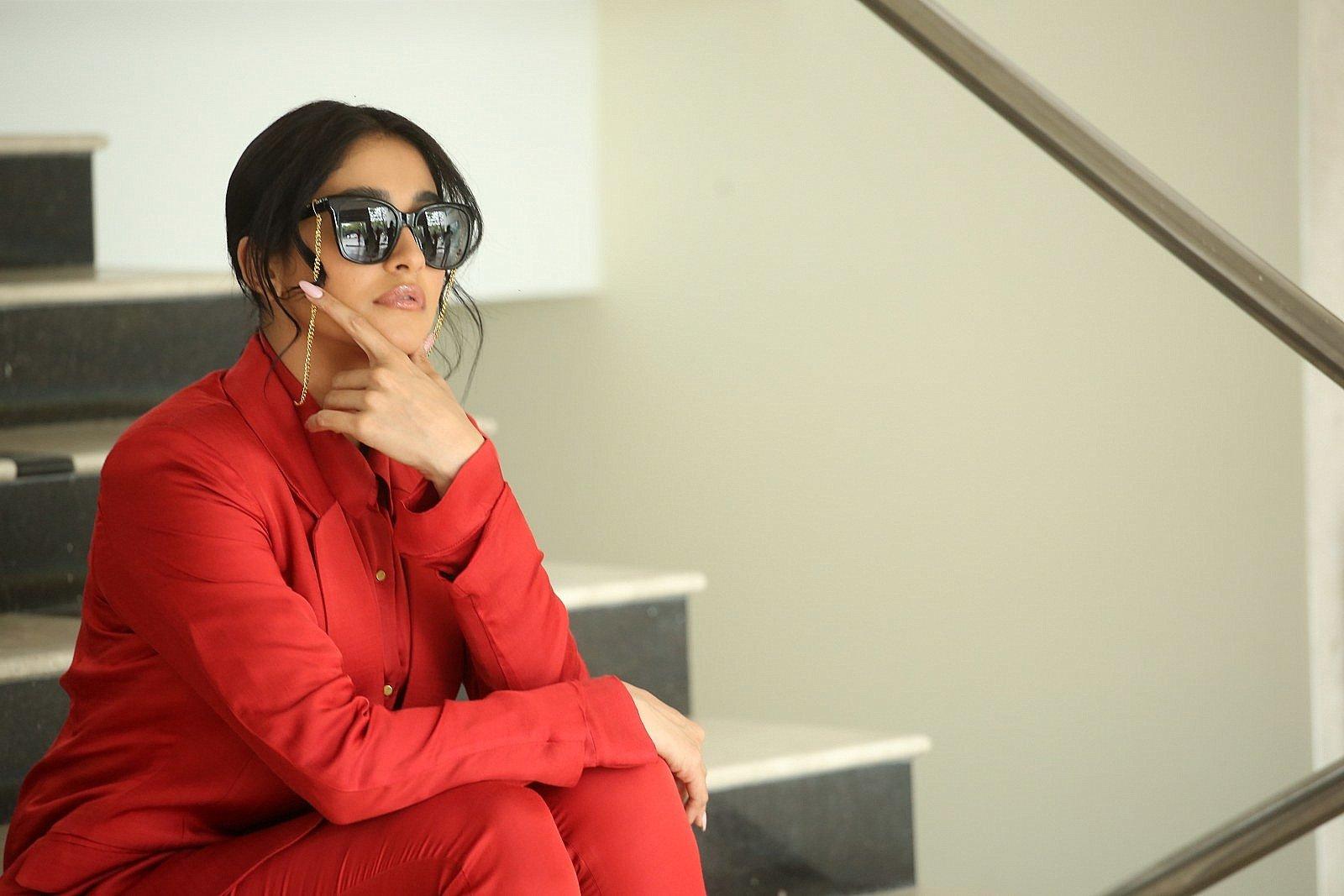 Evaru Movie Heroine Regina Cassandra Interview Pics