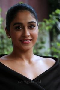 Actress Regina Cassandra Black Dress Photos @ Saravanan Irukka Bayamaen Press Meet