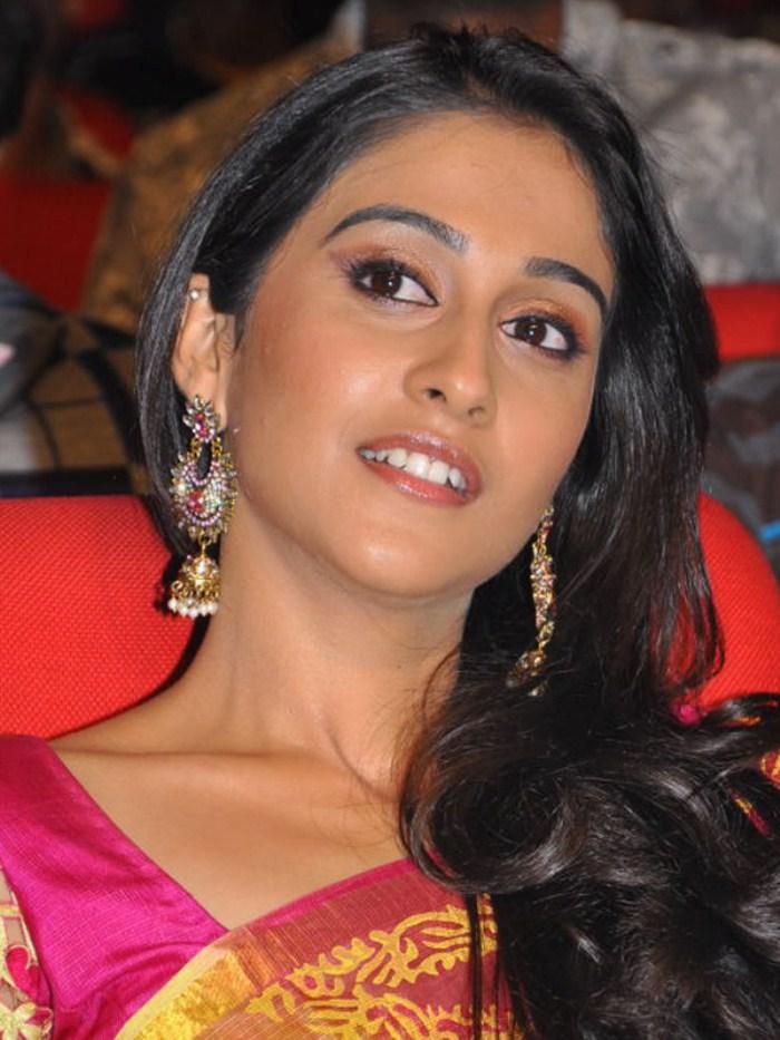 Picture  Telugu Actress Regina Saree Stills New Movie