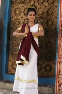Actress Ramya Nambeesan in Rendavathu Padam Tamil Movie Photos
