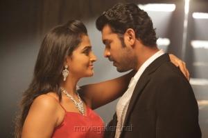 Ramya Nambeesan, Vimal in Rendavathu Padam Movie Hot Photos