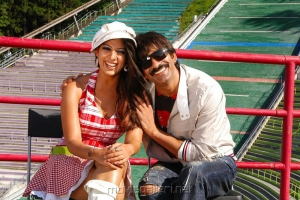 Nayanthara, Ravi Teja in Reporter Tamil Movie Stills