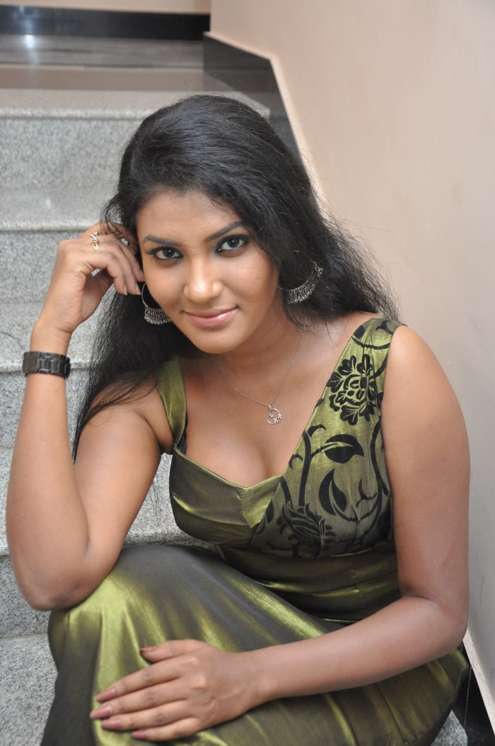 Desi Girls Sexy Pictures Hot Photos Wallpapers February 2012